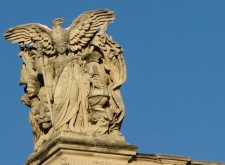 Statue illustrant Napoléon Ier toit de l'angle Nord du Pavillon Sully et des Tuileries