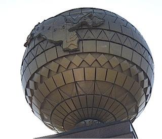 L'Ouzebekistan sur un monument à Tachkent (cliché par A. Goujon)