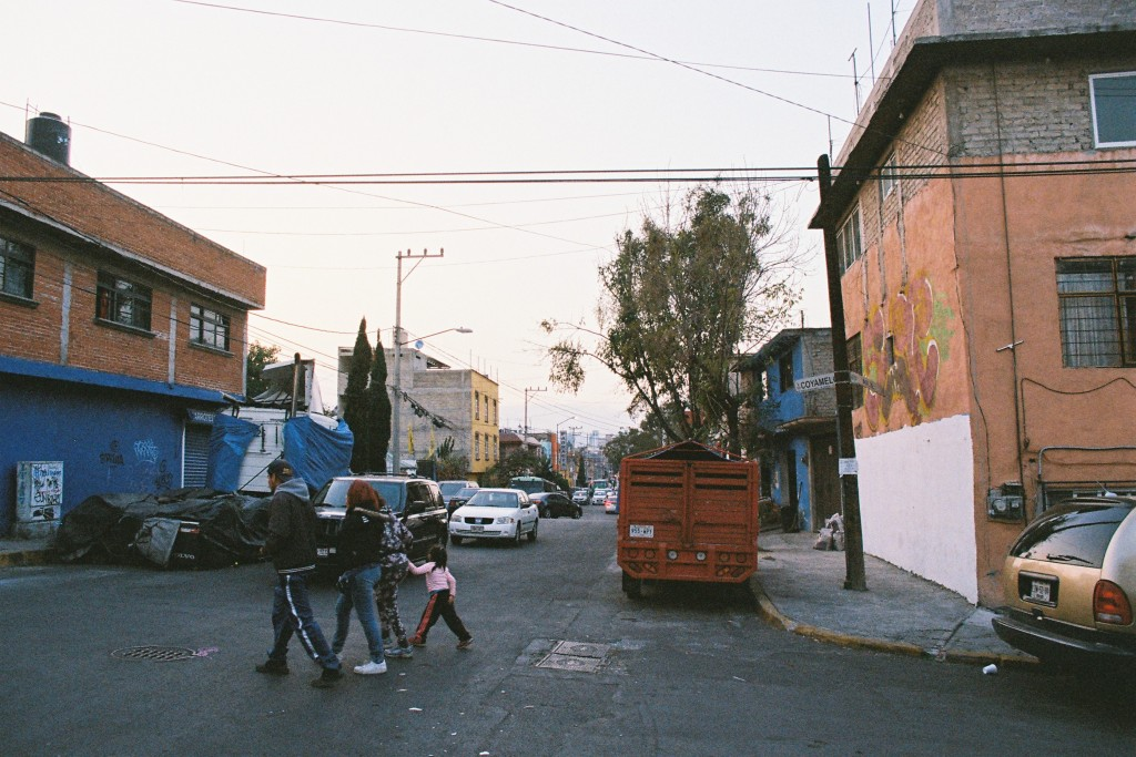 Pedregal de Santo Domingo, Ciudad de México, 2017 (film) © Côme Salvaire